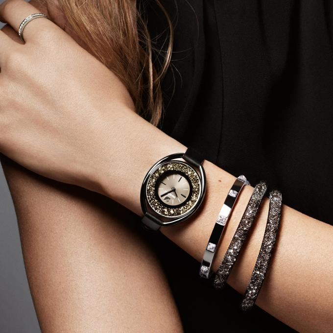 1bb78316a7baf Montre Swarovski Crystalline 5158517 - Montre Ovale Noire Femme sur ...
